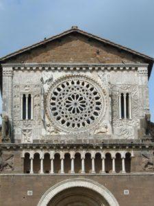 Basilica-di-San_Pietro-Ia-facciata-TuscaniaInfo.it