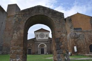 Da-non-perdere-a-Tuscania-Chiesa-di-San-Pietro-TuscaniaInfo.it