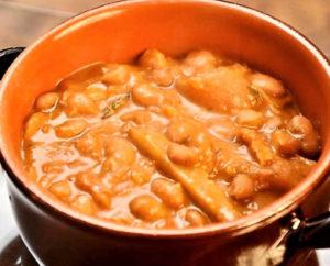 Piatti tipici cucina-tradizionale-tuscania-fagioli-e-cotiche